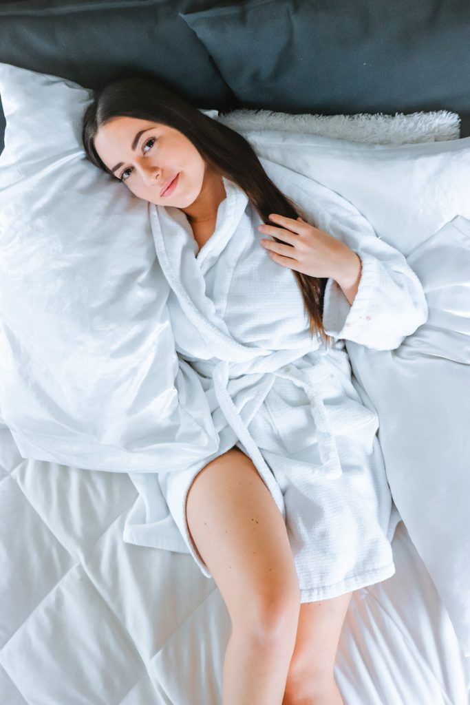 beauty benefits of silk pillowcases